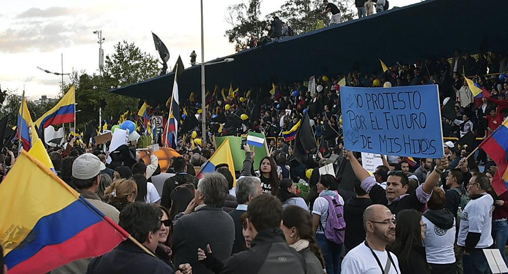 Manifestação de opositores do presidente Rafael Correa em Quito