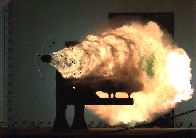 Arma eletromagnética (EMRG) dos EUA sendo testada no estado americano da Virgínia, 31 de janeiro de 2008 (imagem referencial)