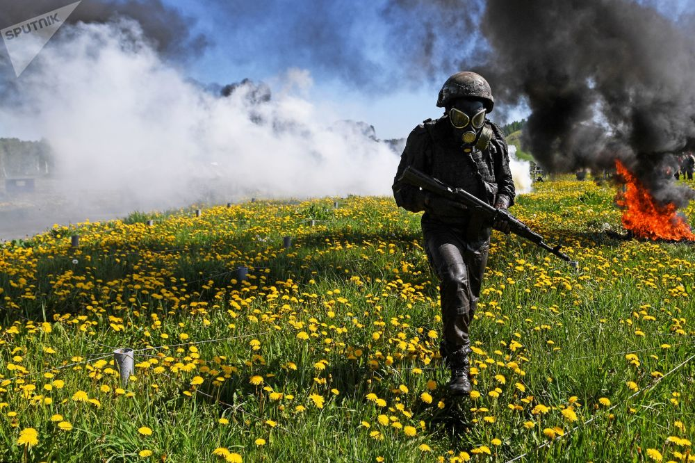 Militares realizam provas de qualificação na região de Novosibirsk, Rússia