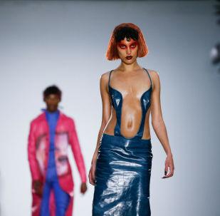 Modelos apresentam coleção no desfile Fashion East na semana da moda masculina em Londres, Reino Unido