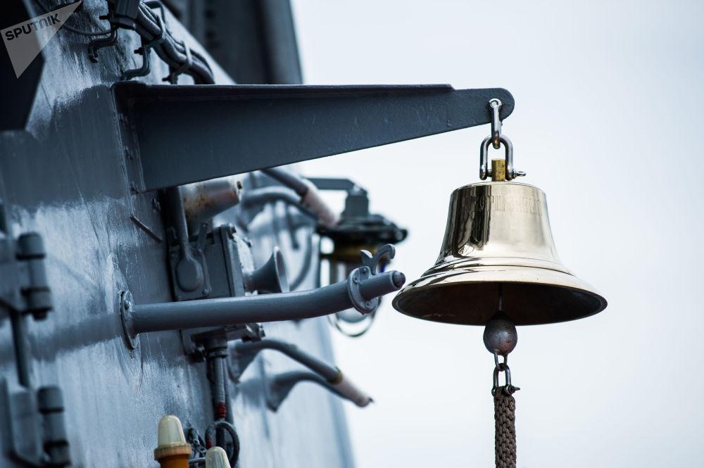 Sino na corveta russa Sovershenny, da Frota do Pacífico
