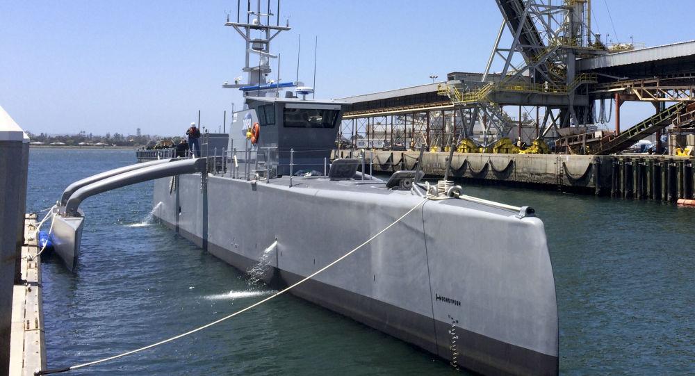 Sea Hunter, um navio autônomo da Marinha dos EUA, em San Diego