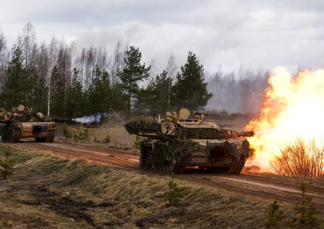 Tanques M1 Abrams norte-americanos poderão ser enviados a campos de petróleona na Síria