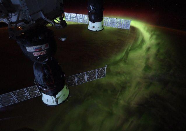Christina Koch, astronauta da NASA mostra aurora boreal a partir do espaço
