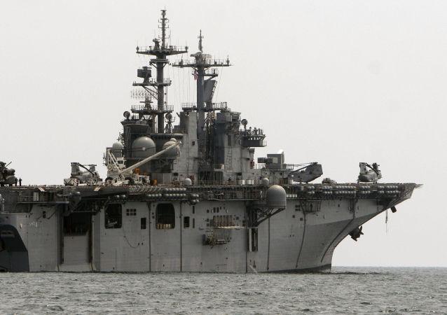 Navio de assalto anfíbio USS Boxer (imagem referencial)