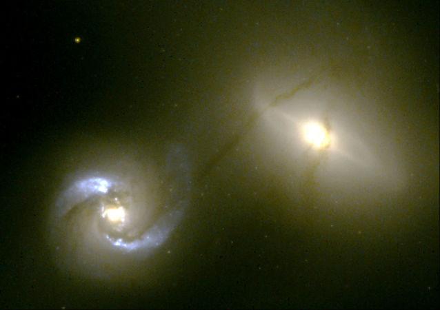 Colisão entre as galáxias NGC 1410 e NGC 1409
