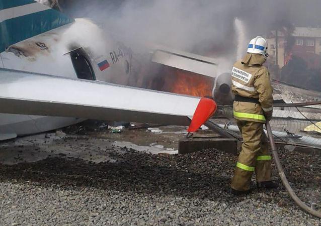 Avião de passageiros An-24 da companhia aérea Angara fez uma aterragem de emergência no aeroporto de Nizhneangarsk, na Rússia