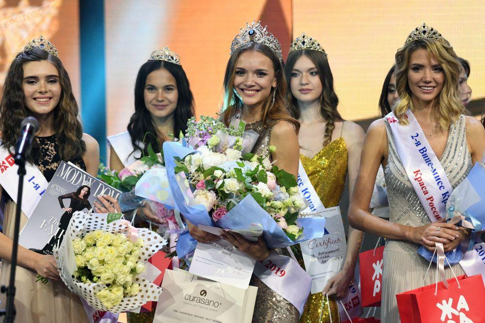 Finalistas do concurso Beleza Russa 2019 na cerimônia de premiação em Moscou