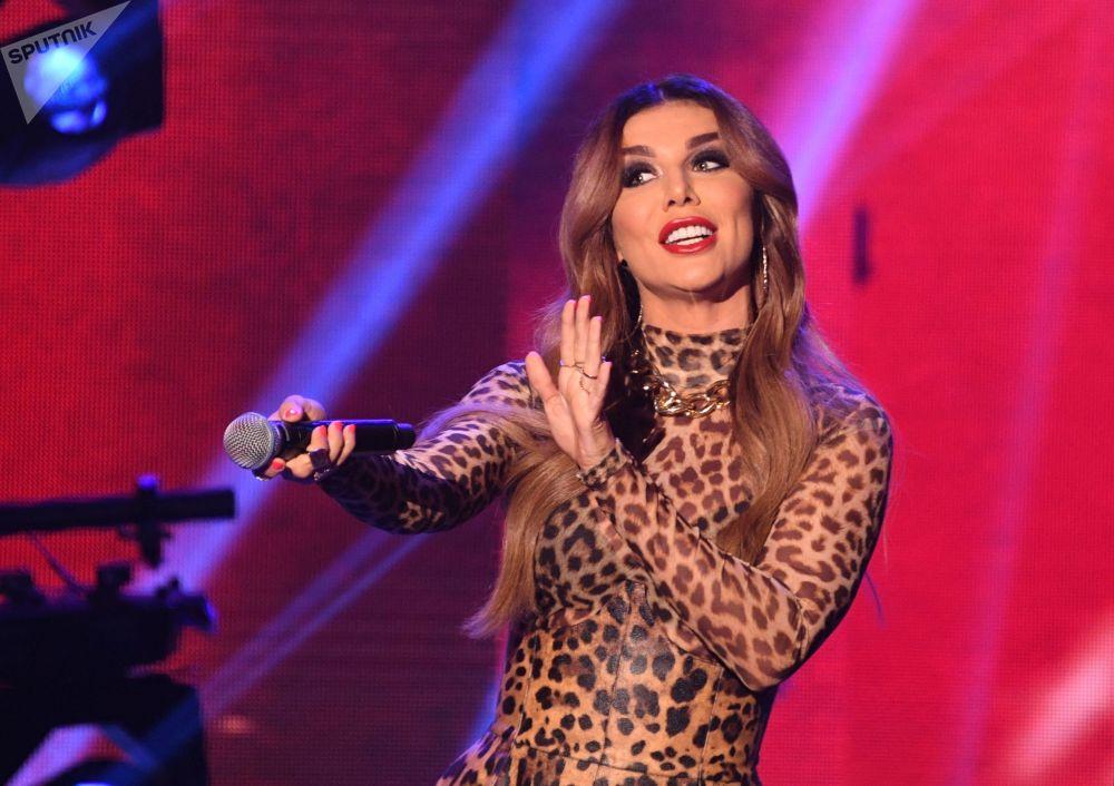 Cantora russa Anna Sedokova se apresenta no concurso Beleza Russa 2019 em Moscou