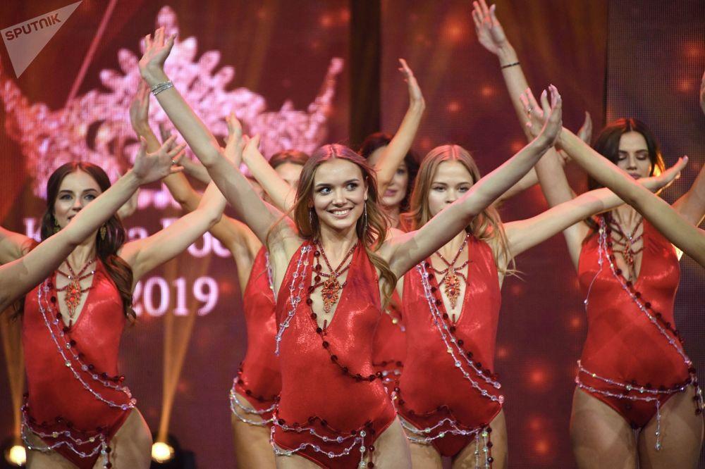 Participantes da final do concurso de beleza e talentos Beleza Russa 2019