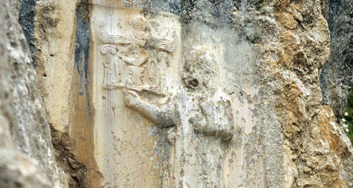 Entalhe em santuário hitita na Turquia