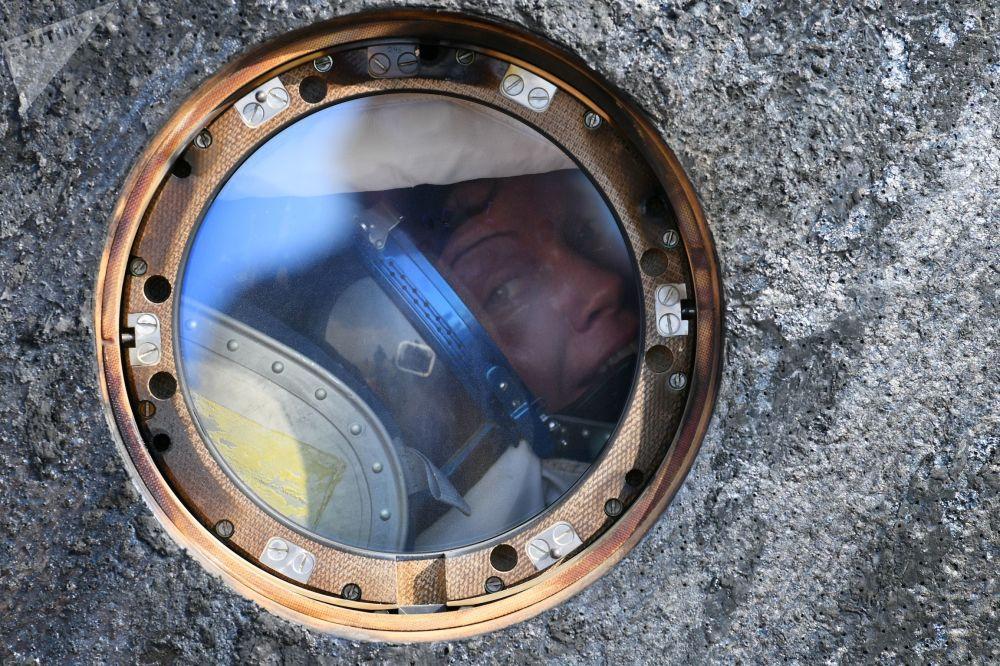 A astronauta americana Anne McClain após a aterrissagem da nave Soyuz MS-11 com uma tripulação internacional, no Cazaquistão