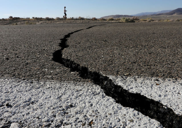 Rachaduras causadas por terremoto no estado norte-americano da Califórnia