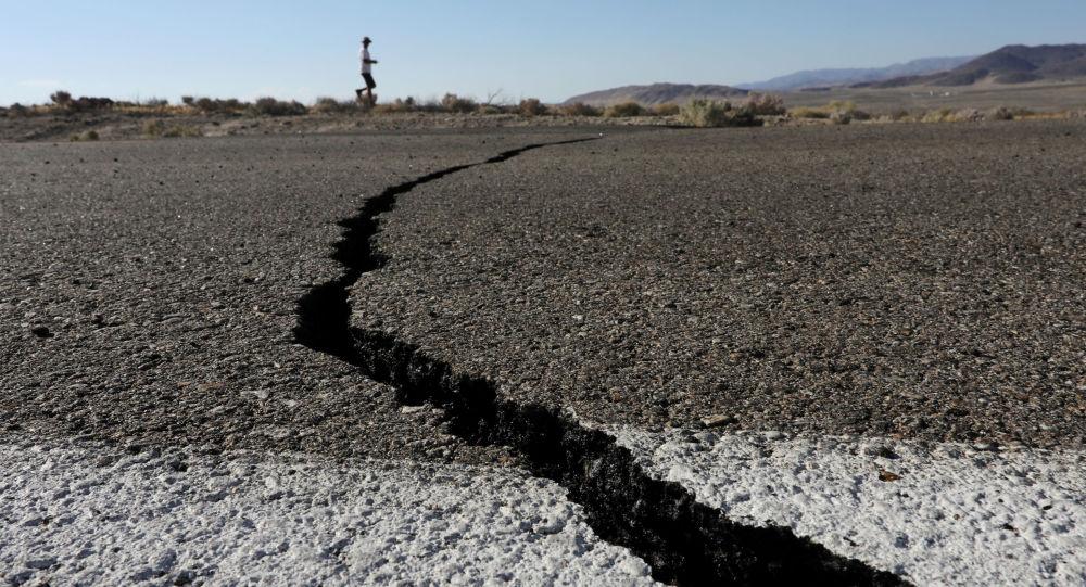 Rachaduras causadas por terremoto no estado norte-americano da Califórnia (arquivo)