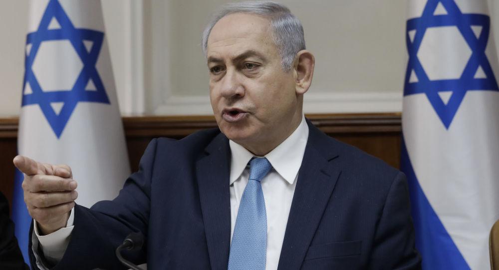 Primeiro-ministro israelense, Benjamin Netanyahu, fala durante reunião de gabinete em Jerusalém, 3 de janeiro de 2018