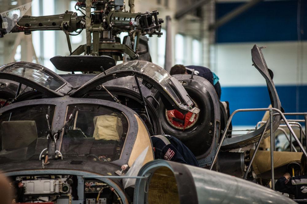 Montagem do helicóptero Ka-52 Alligator na fábrica Progress