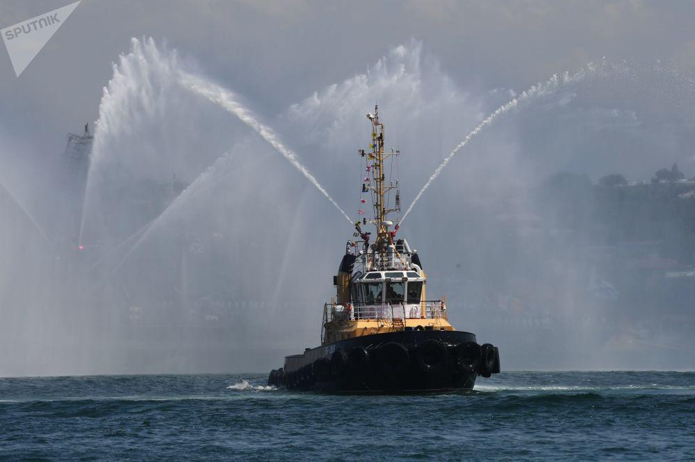 Rebocador RB-365 da Frota do Mar Negro durante a celebração do Dia da Marinha em Sevastopol, na Rússia