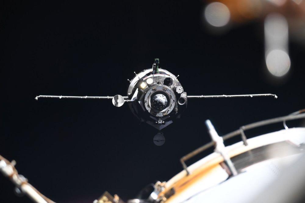 Espaçonave Soyuz MS-13 com a tripulação da Expedição 60/61 à Estação Espacial Internacional: Alexandr Skvortsov, Luca Parmitano e Andrew Morgan