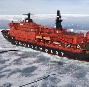 Quebra-gelo da Rússia no oceano Ártico