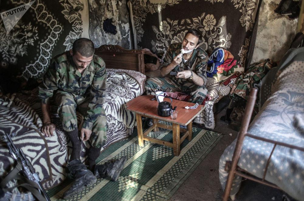 Forças governamentais perto da fronteira turca