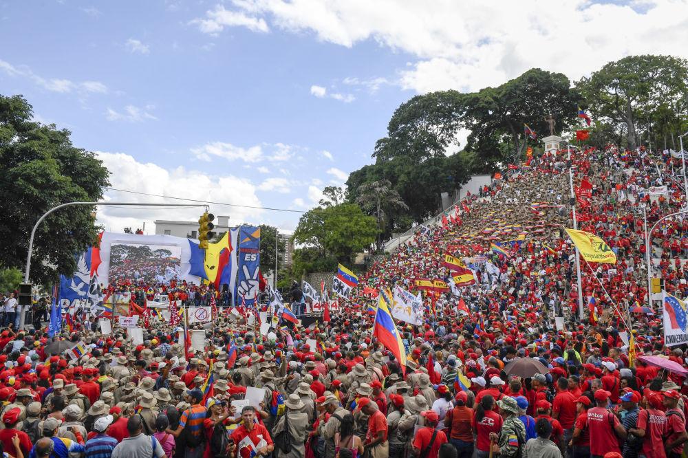 Apoiadores do governo venezuelano durante protesto contra as sanções dos EUA, em Caracas