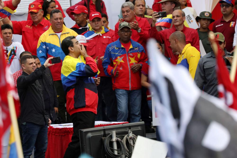 Presidente da Venezuela, Nicolás Maduro, participa da manifestação contra as sanções econômicas dos EUA