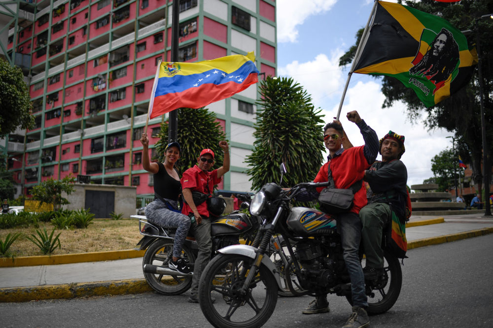 Apoiadores do governo do presidente da Venezuela, Nicolás Maduro, durante a manifestação contra o bloqueio econômico imposto pelos EUA, em Caracas