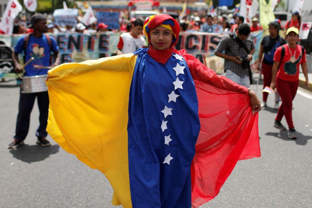 Apoiadores do governo do presidente da Venezuela, Nicolás Maduro, durante o protesto contra o bloqueio econômico imposto pelos EUA, em Caracas