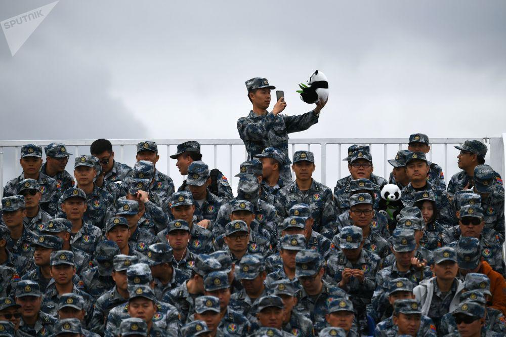 Militares chineses presentes no concurso militar Aviadarts 2019