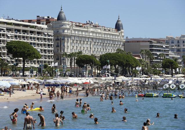 Turistas em Cannes, França