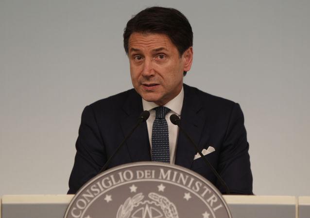 Primeiro-ministro italiano Giuseppe Conte durante conferência de imprensa no Palácio Chigi em Roma