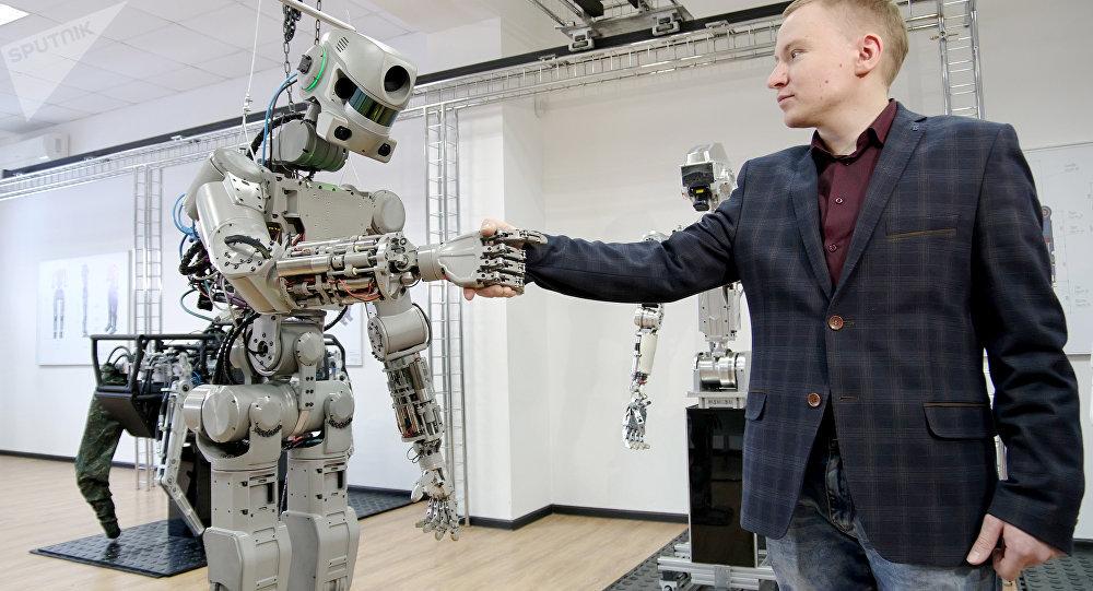 Teste com o robô humanoide russo Fyodor, também conhecido como Skybot F-850, em um laboratório de Magnitogorsk, na região russa de Chelyabinsk (arquivo)