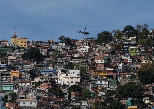 Operação policial na favela da Rocinha, no Rio de Janeiro. Policiais militares fazem operação na favela da Rocinha após guerra entre quadrilhas rivais de traficantes pelo controle da área.