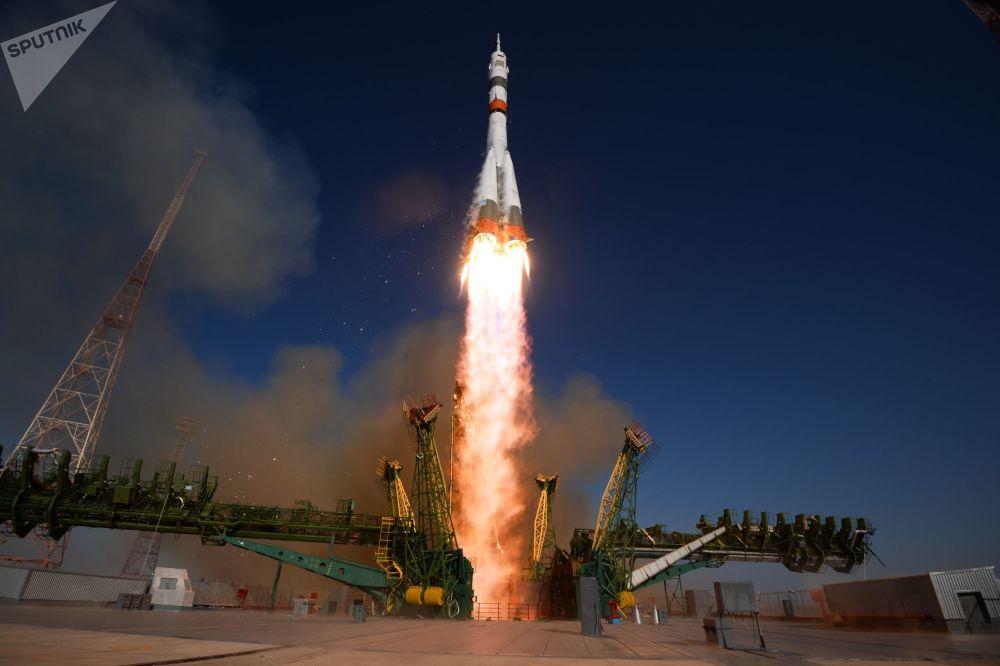 Lançamento do foguete portador Soyuz-2.1a com a espaçonave Soyuz MS-14 a partir do cosmódromo de Baikonur, no Cazaquistão