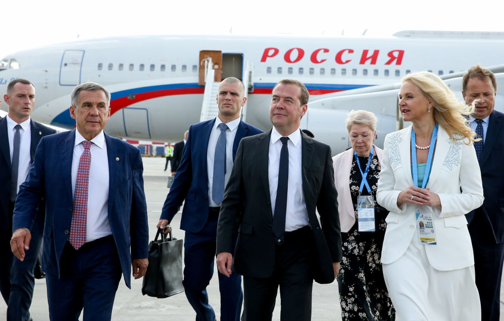 Primeiro-ministro russo, Dmitry Medvedev, no aeroporto da cidade de Kazan