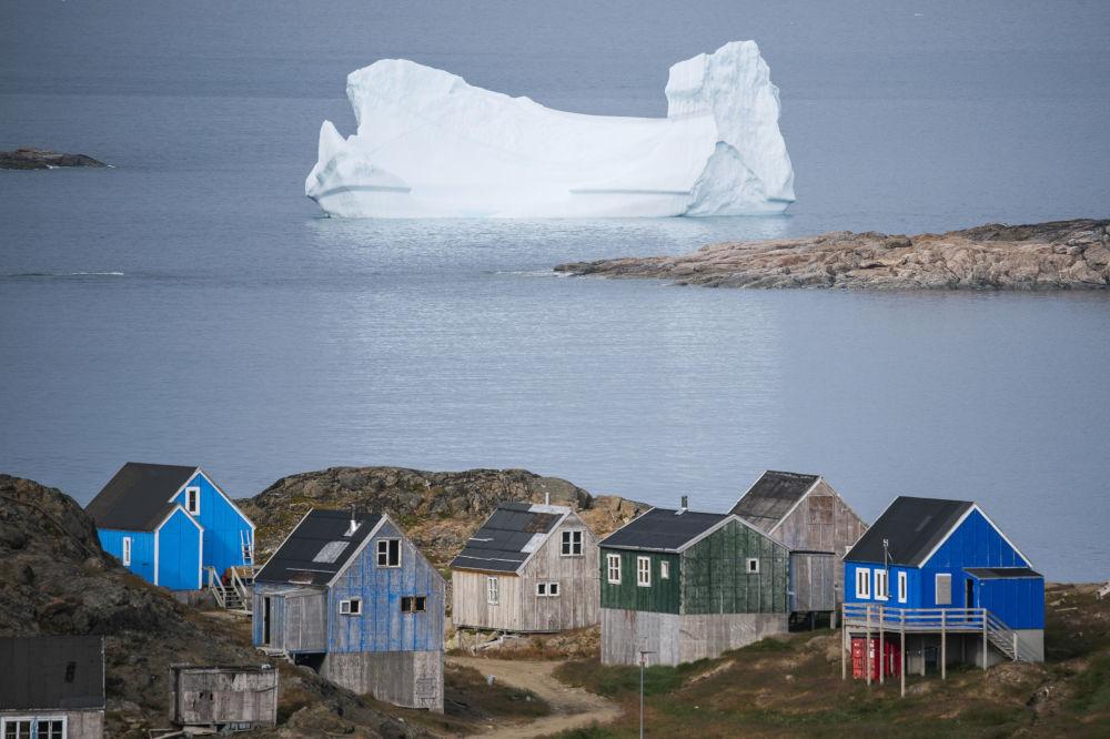 Iceberg perto da cidade de Kulusuk, na Groenlândia