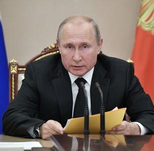 Presidente da Rússia Vladimir Putin na reunião urgente com membros do Conselho de Segurança