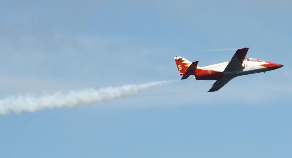 Um avião espanhol C-101 (imagen referencial)