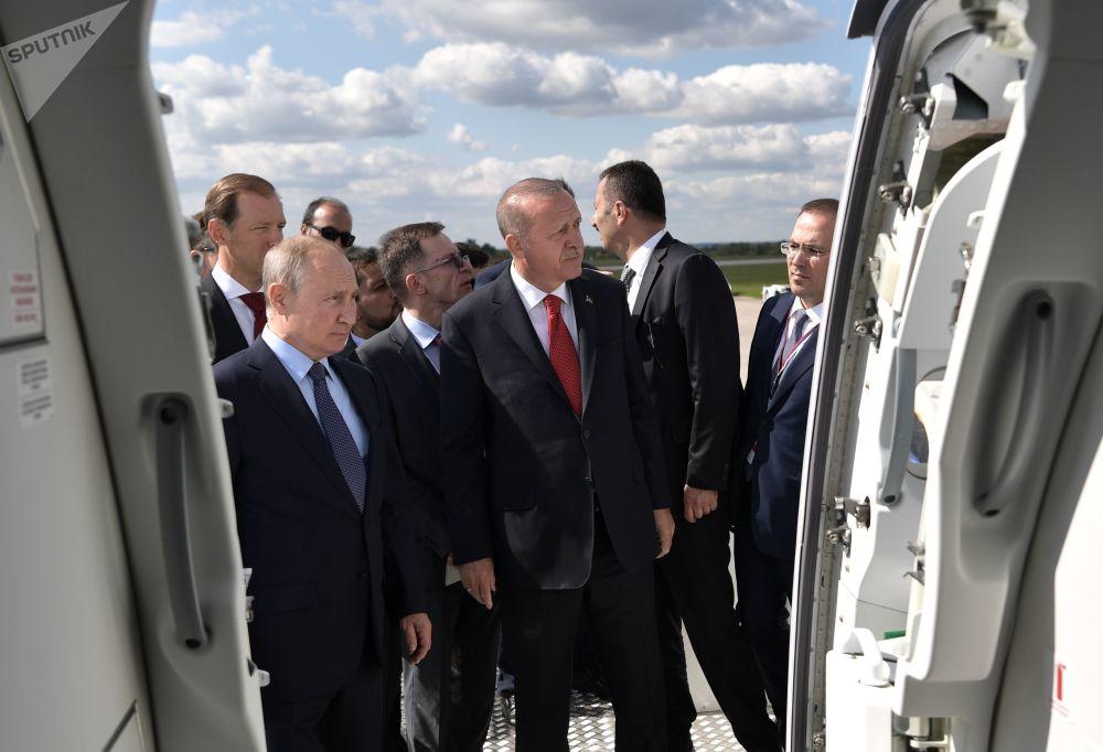 Presidentes russo Vladimir Putin e turco Recep Tayyip Erdogan visitam o Salão Aeroespacial Internacional MAKS-2019