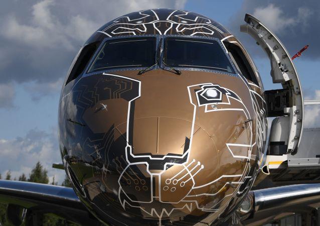Aeronave brasileira Embraer 195-E2 Profit Hunter no Salão Aeroespacial Internacional MAKS-2019, nos arredores de Moscou