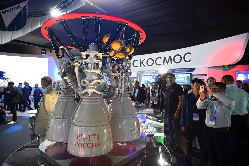 Motor de foguete russo RD-171 sendo apresentado no Salão Aeroespacial Internacional MAKS-2019 em Zhukovsky, região de Moscou