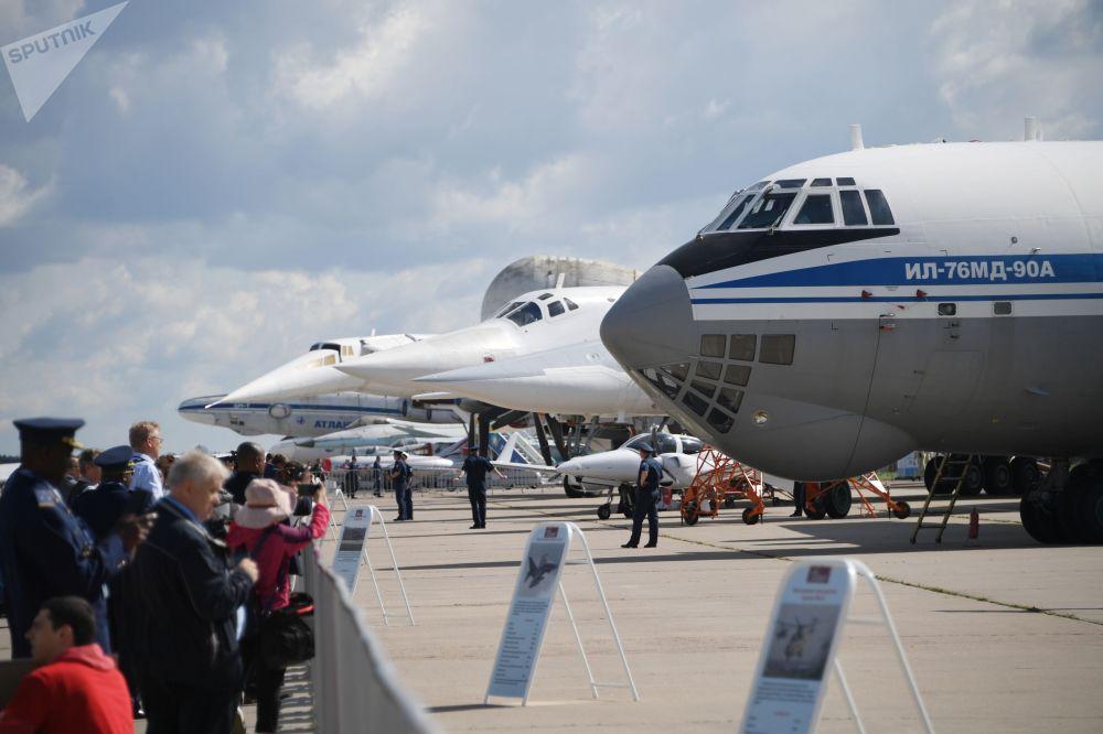 Avião de transporte militar soviético Il-76MD-90A no Salão Aeroespacial Internacional MAKS-2019 em Zhukovsky, região de Moscou