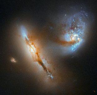 Duas galáxias em fusão na constelação de Aires