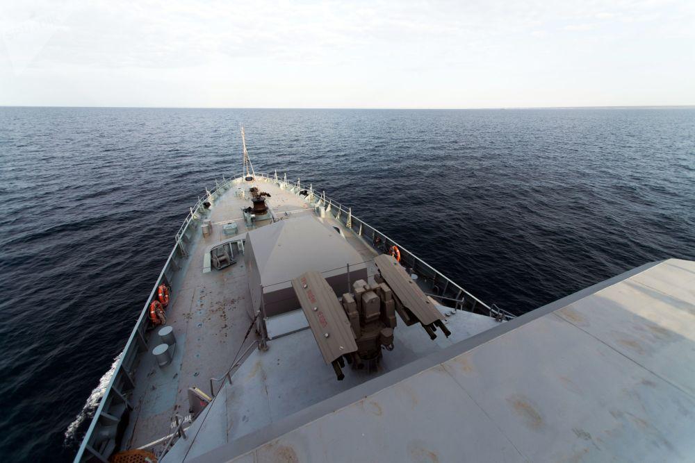 Lançador de mísseis antiaéreos e peça de artilharia naval A190 a bordo do navio de mísseis do projeto 21631 Orekhovo-Zuyevo durante os exercícios militares da Frota do Mar Negro e do Distrito Militar do Sul da Rússia na Crimeia
