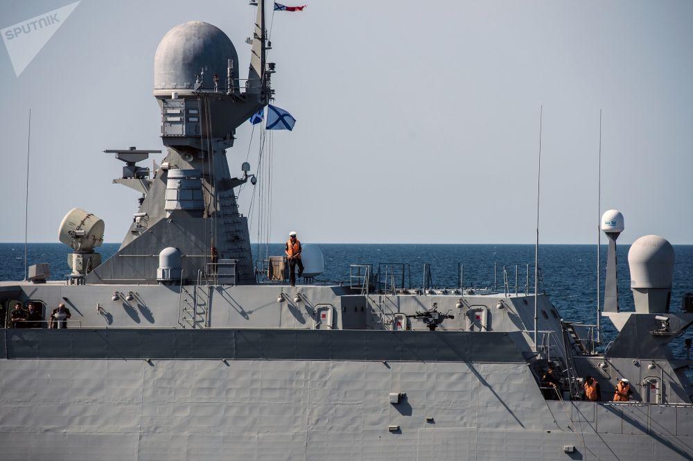 Navio de mísseis do projeto 21631 Vyshny Volochyok durante os exercícios militares da Frota do Mar Negro e do Distrito Militar do Sul da Rússia na Crimeia