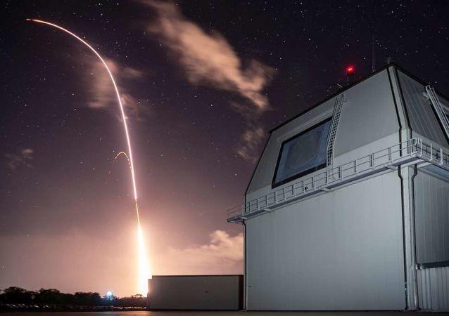 Míssil SM-3 Block IIA é lançado do complexo Aegis Ashore
