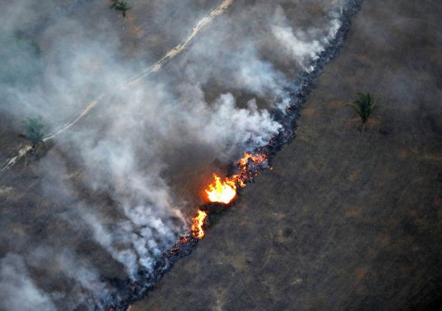 Vista aérea de incêndio em área da floresta amazônica perto de Porto Velho, Rondônia, Brasil, 10 de setembro de 2019