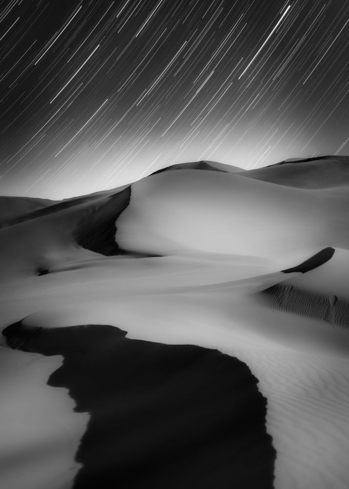 Imagem das dunas no norte da China foi tirada pelo fotógrafo chinês Shuchang Dong, que ganhou o prêmio Melhor iniciante na competição Insight Investment Astronomy Photographer of the Year 2019