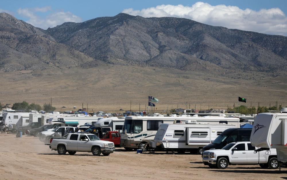 Participantes da invasão da Área 51 no acampamento em Nevada