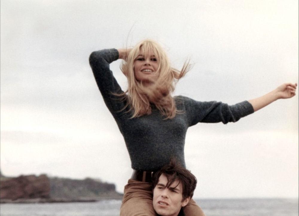 Brigitte Bardot e Laurent Terzieff no filme Eu Sou o Amor (A cœur joie) dirigido por Serge Bourguignon, em 1967